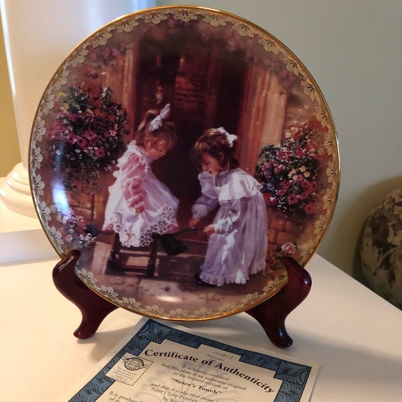 'A SISTER'S TOUCH' Bradford Exchange Plate